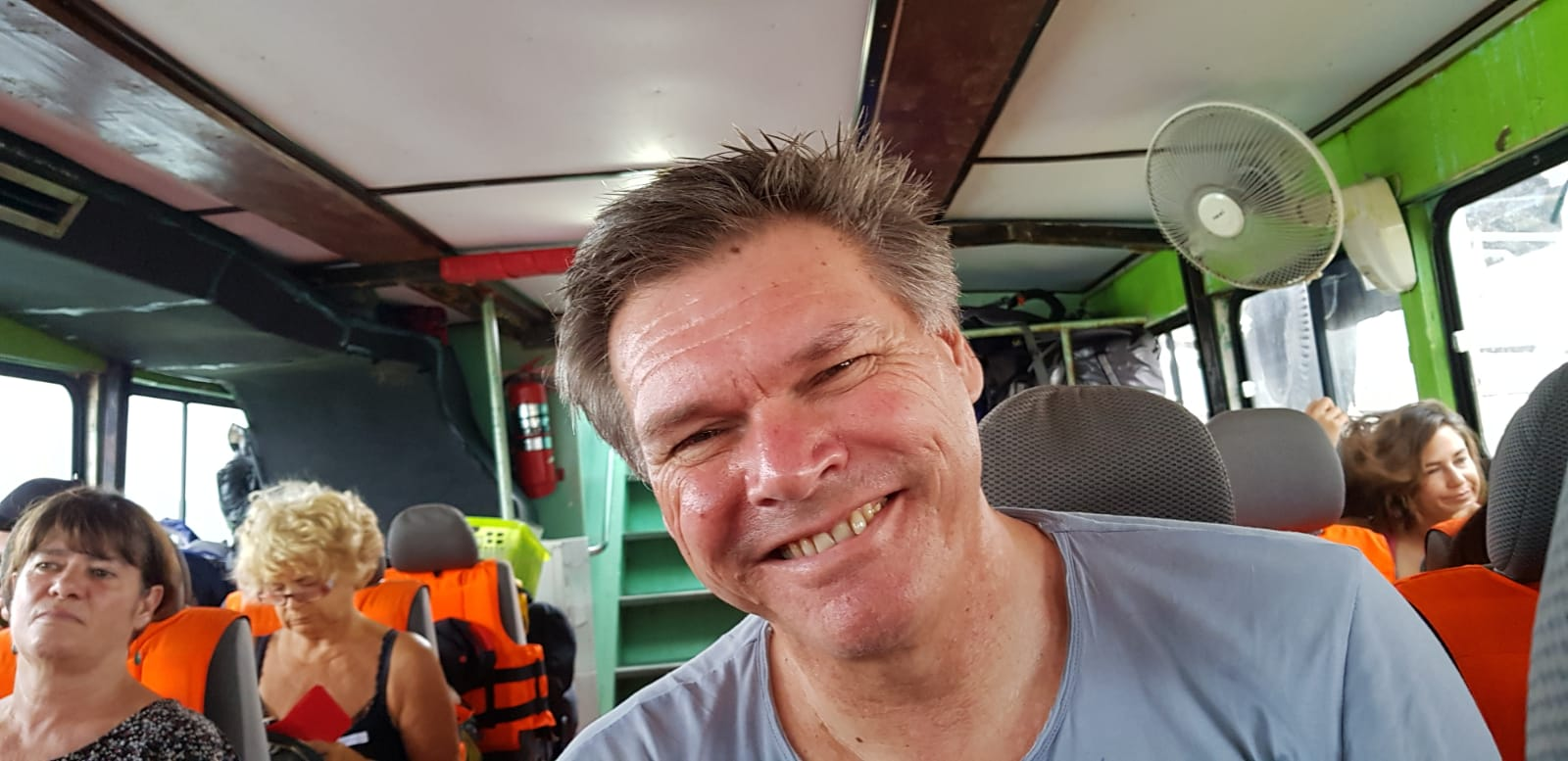 Roy op de boot naar Koh Jum