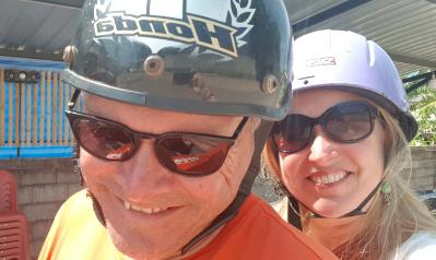 Droom Durf Doe - Katrín en Roy op de scooter
