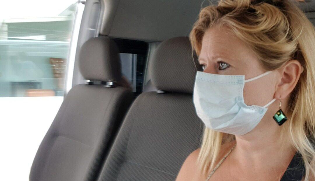 Foto van Katrín tijdens haar terugreis naar Nederland in verband met het coronavirus - Droom Durf Doe - Als dromen moeten buigen