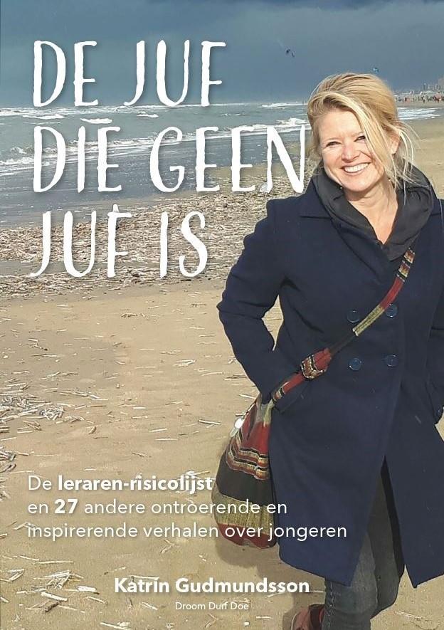 Strand - Cover boek De juf die geen juf is - de leraren-risicolijst en 27 andere verhalen over jongeren - geschreven door Katrín Gudmundsson